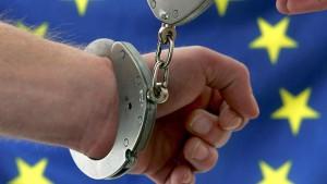 Le Mandat d'arrêt européen : Objet d'un dialogue des juges au sommet