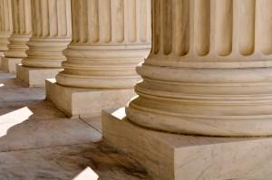 Les droits de la défense dans la procédure pénale: droit pour le gardé à vue au libre choix de son avocat et droit pour le prévenu d'avoir la parole en dernier