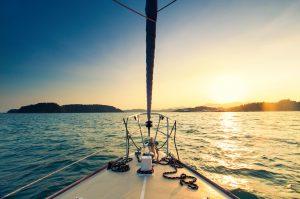 Plaisance collaborative et ubérisation du nautisme : la conavigation dans une houle juridique instable