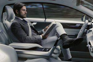 Les compagnies d'assurance et la révolution numérique: vers la fin du modèle traditionnel de l'assurance automobile ?